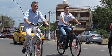 Macri se subió a Gi FlyBike, la bici con app móvil